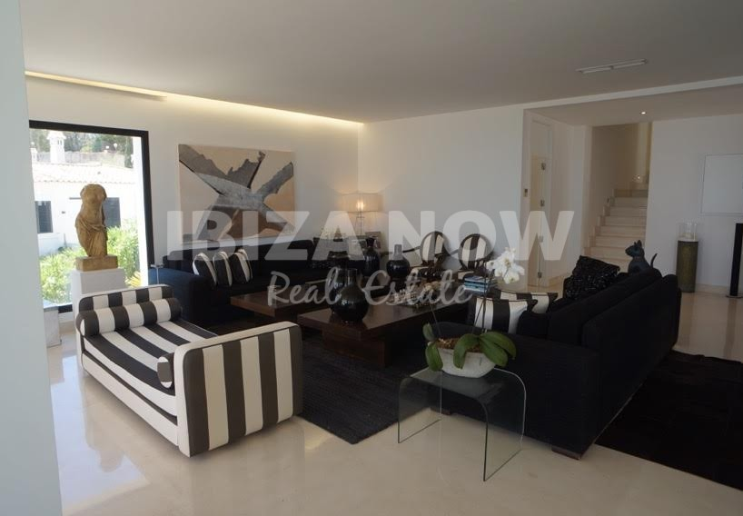 Elegant villa for sale in the private urbanization of Vista Alegre, Ibiza