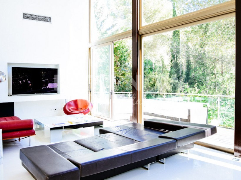 Modern 4 bedroom villa for sale in private urbanization close to Ibiza town
