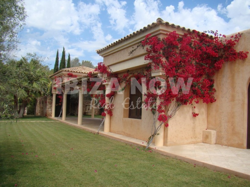 Beautiful large property for sale close to Ibiza Town.