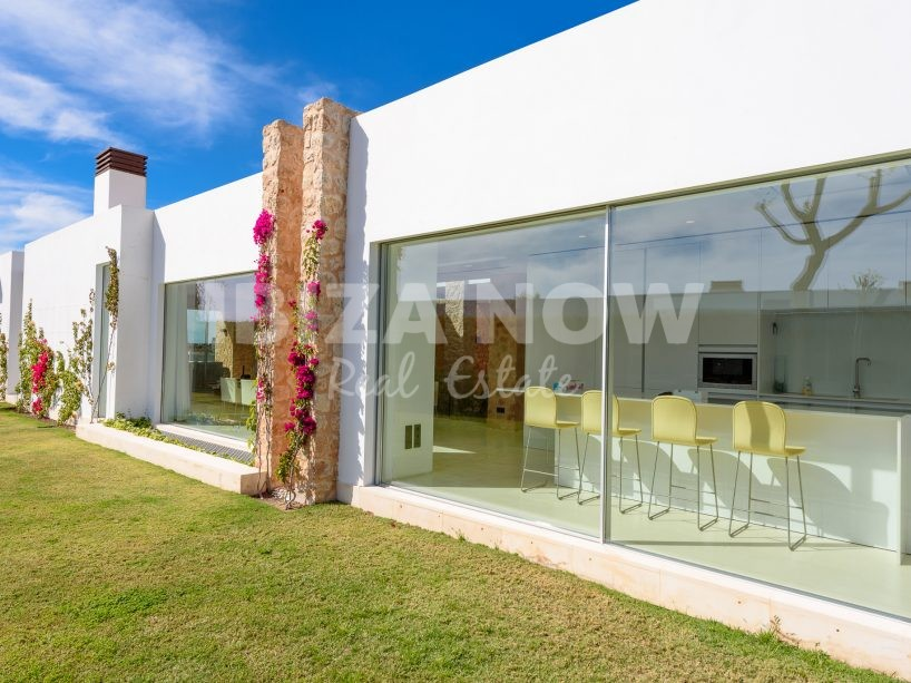 Beautiful 5 bedroom villa for sale in Cala Conta, Ibiza