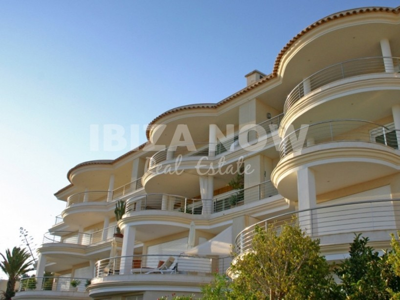 Penthouse for sale with stunning sea views close to Ibiza.