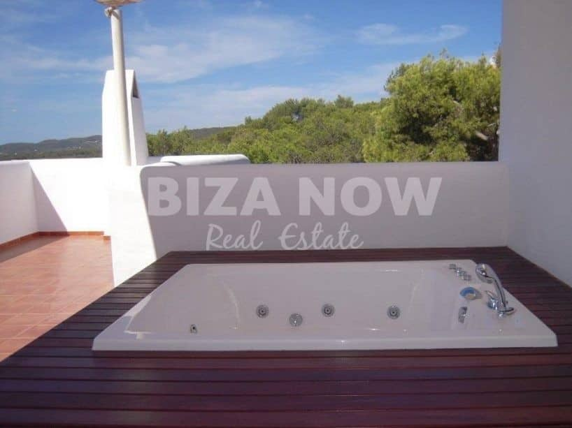 Large finca style villa for sale close to the beach of Cala Lleña, Ibiza