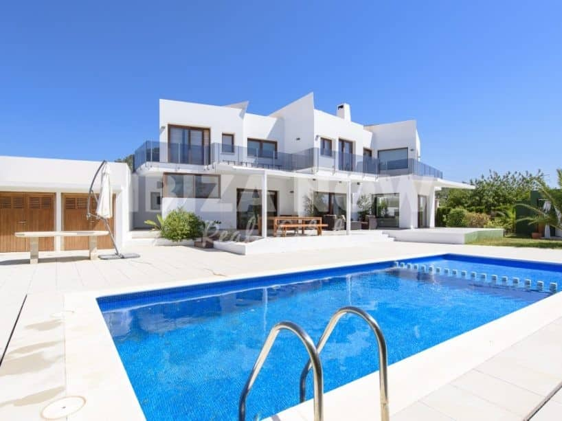 Large 4 bedroom villa for sale in Sa Carroca, Ibiza.