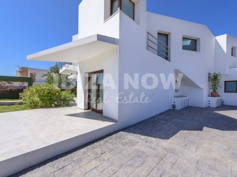 Large 4 bedroom villa for sale close to Ibiza town