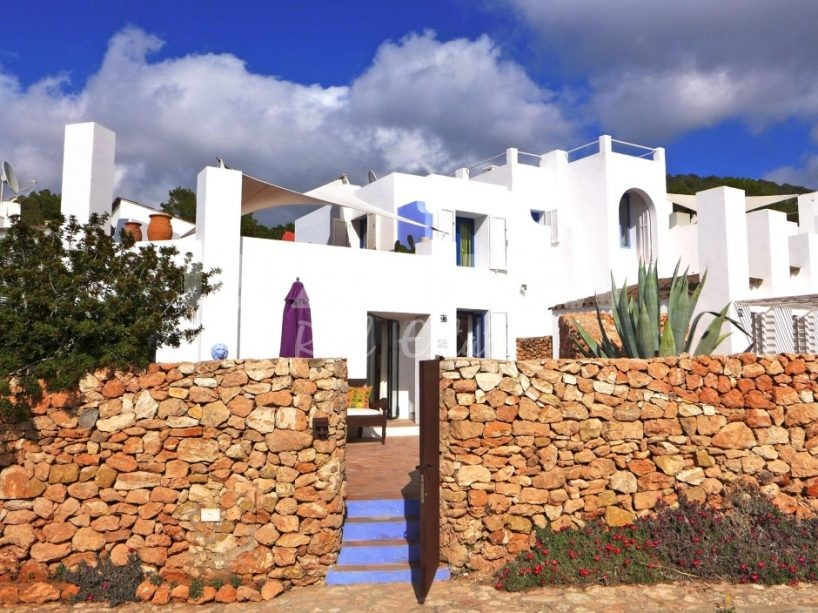 Nice 2 bedroom house for sale in Calo Den Real, Ibiza.