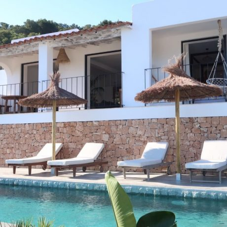 Beautifully renovated villa for sale in Cala Llonga, Ibiza.
