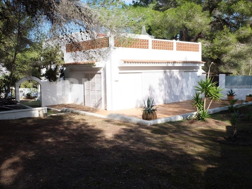 Large house to renovate for sale in San Jose, Ibiza.