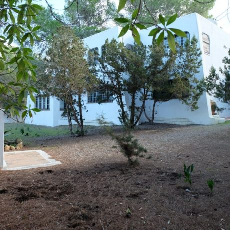 Large house to renovate for sale in Cala Tarida, Ibiza.
