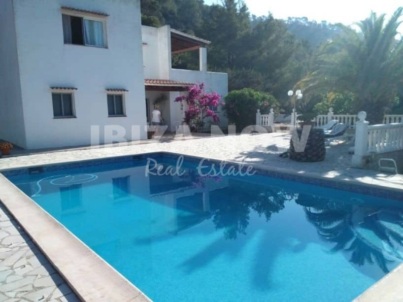 3 bedroom country house for sale close to Ibiza town.