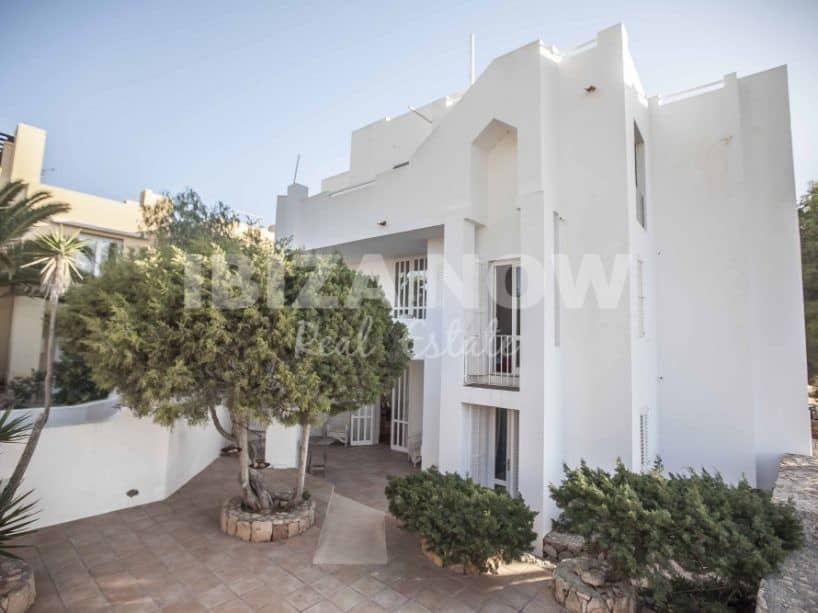 Building for sale with 4 apartments in Calo Den Real, Ibiza.