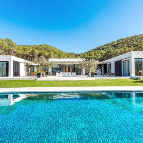 Beautiful 4 bedroom villa for sale close to Ibiza town.