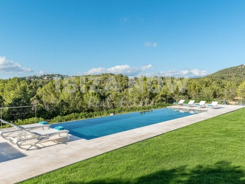 Beautiful 4 bedroom villa for sale close to Ibiza town