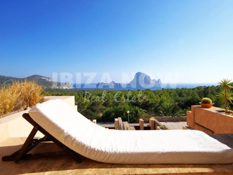 Nice 2 bedroom apartment for sale in Cala Carbo, Ibiza.