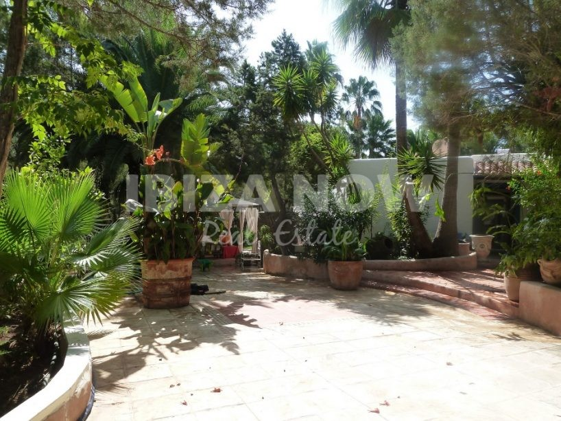 Remarkable 5 bedroom villa for sale within walking distance to the beach in Ibiza.