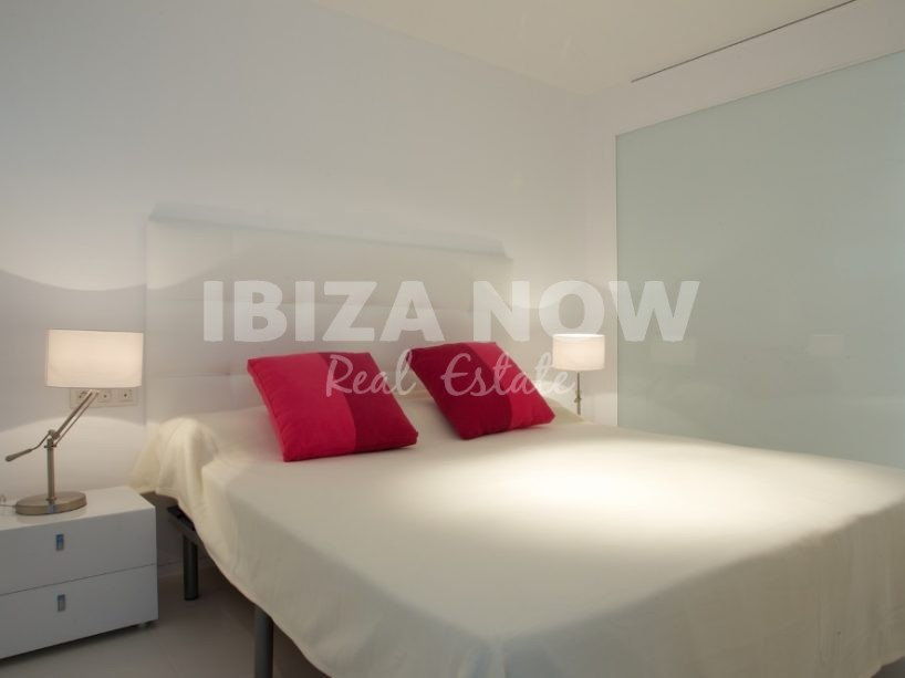 Nice high floor 2 bedroom apartment in the Marina Botafoc, Ibiza