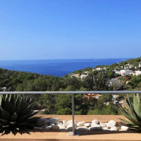 Spacious 2 bedroom apartment for sale in Cala Carbo. Ibiza.