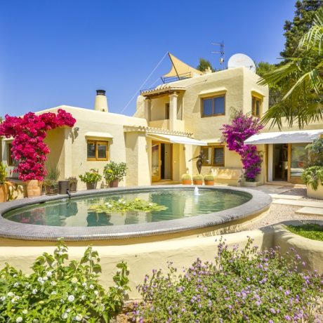 Beautiful 3 bedroom villa for sale in Benimussa, Ibiza.