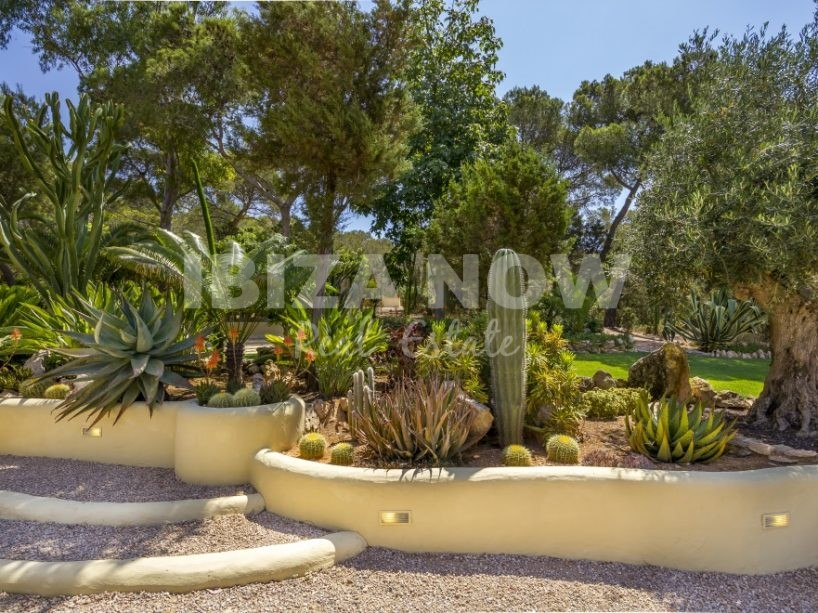 Beautiful 3 bedroom villa for sale in Benimussa, Ibiza
