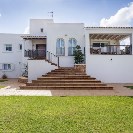 Large 4 bedroom house with rental license close to the beaches of Cala Bassa and Cala Conta, Ibiza.