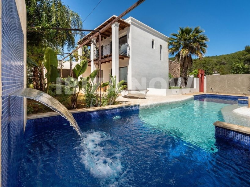 Large 6 bedroom house for sale in Santa Eularia, Ibiza.