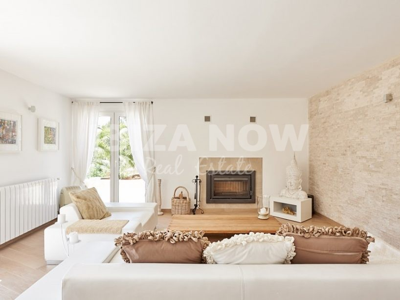 Beautiful 4 bedroom villa for sale in Cala Tarida, Ibiza