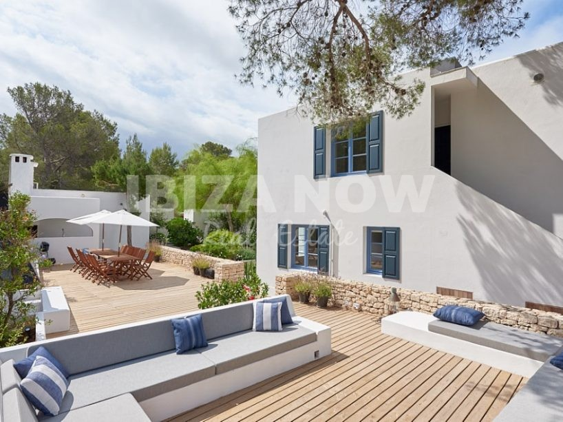 Beautiful and elegant 6 bedroom villa for sale in Sa Galera, Ibiza