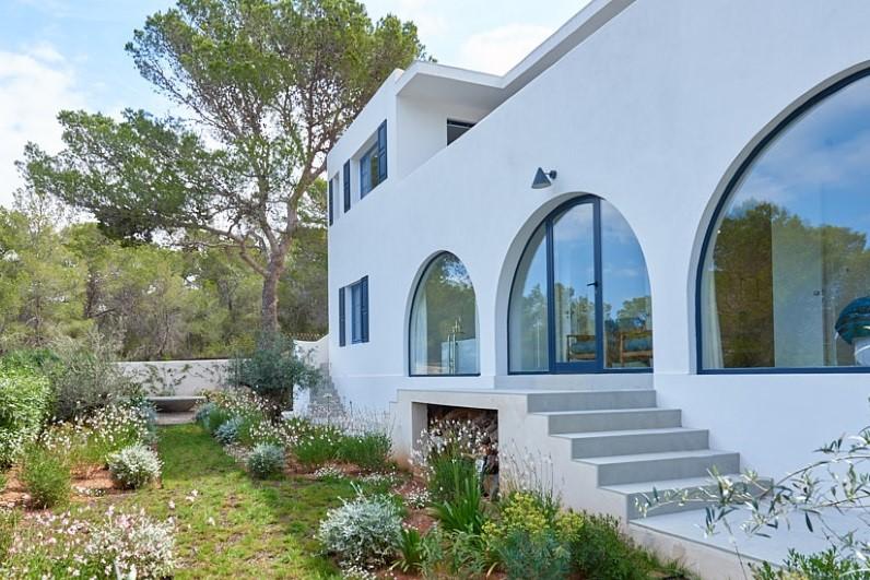 Beautiful and elegant 6 bedroom villa for sale in Sa Galera, Ibiza