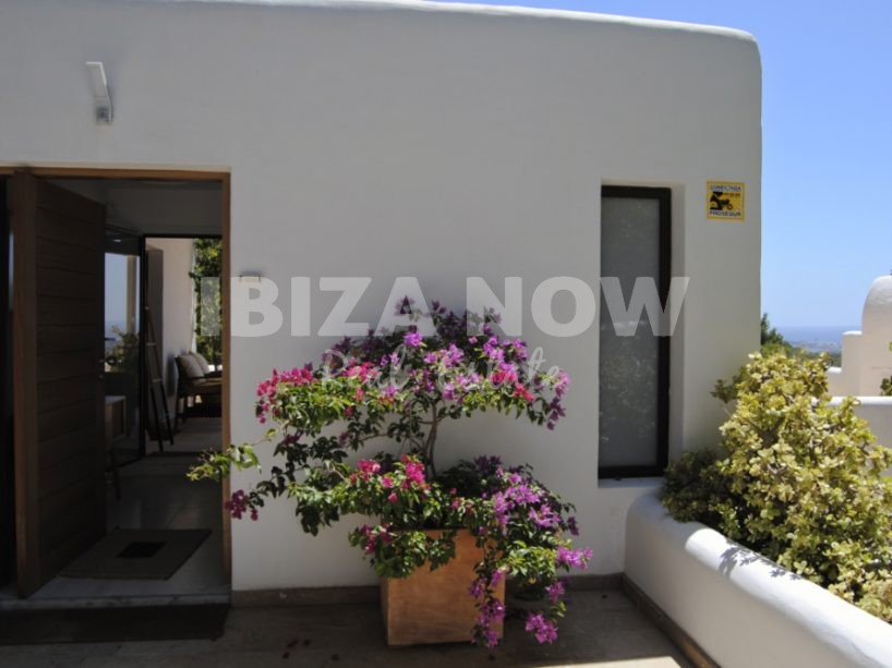 Renovated 5 bedroom villa with views to Ibiza, Formentera and the sea
