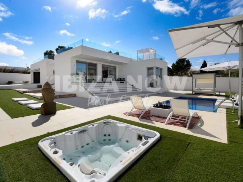 Modern 4 bedroom villa for sale close to the beach, Ibiza