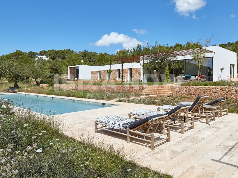 Beautiful modern 5 bedroom villa for sale in the countryside of Ibiza.