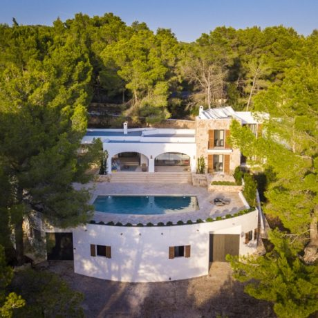 Beautifully renovated 4 bedroom villa for sale in Cala Salada, Ibiza.