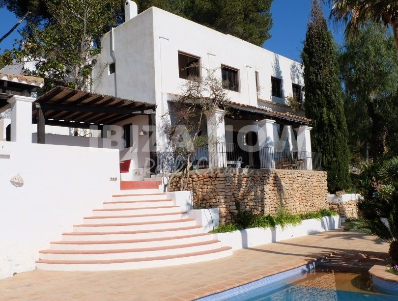 Beautiful 8 bedroom Finca to renovate for sale close to Ibiza, Spain.