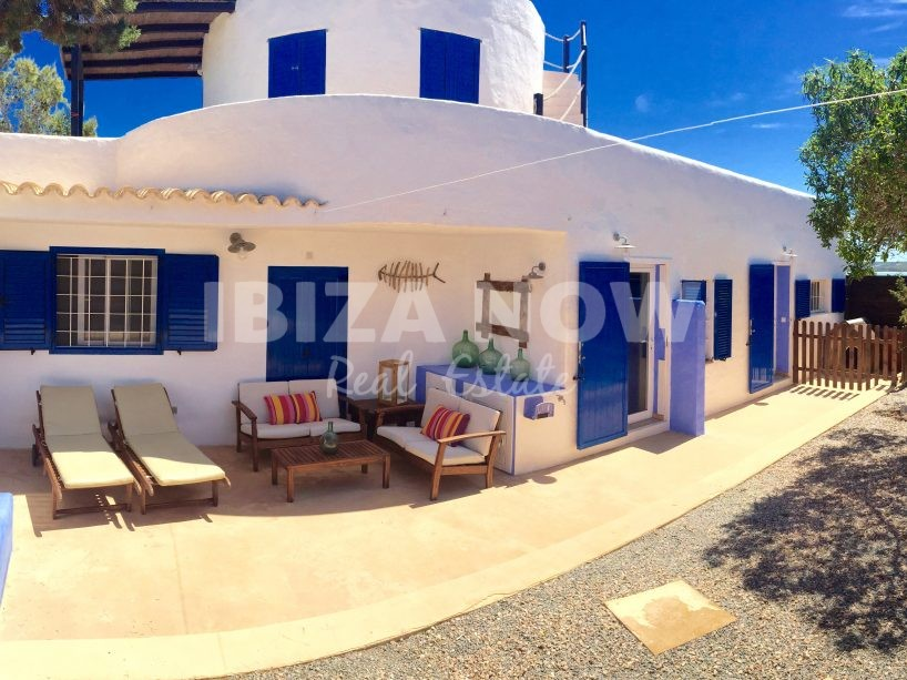 House with spectacular views and rental license for sale in Formentera