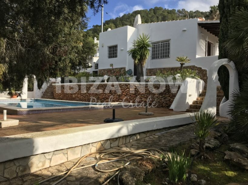 Charming 3 bedroom house to renovate for sale in Cala Llonga, Ibiza.