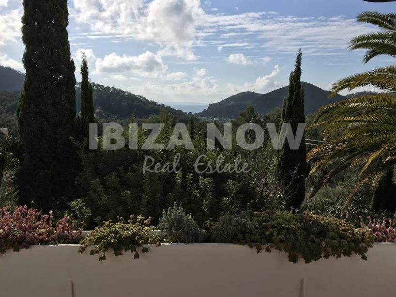 Charming 3 bedroom house to renovate for sale in Cala Llonga, Ibiza