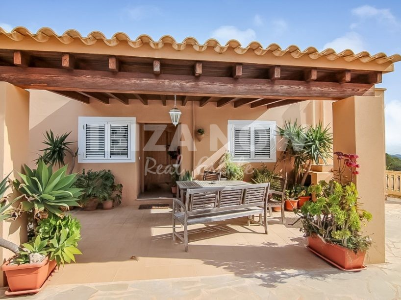 2 properties for sale on 1 plot in Es Cubells, Ibiza.
