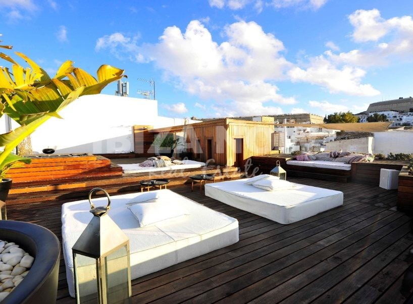 Building for sale with large apartment and roof terrace in Ibiza town, Ibiza