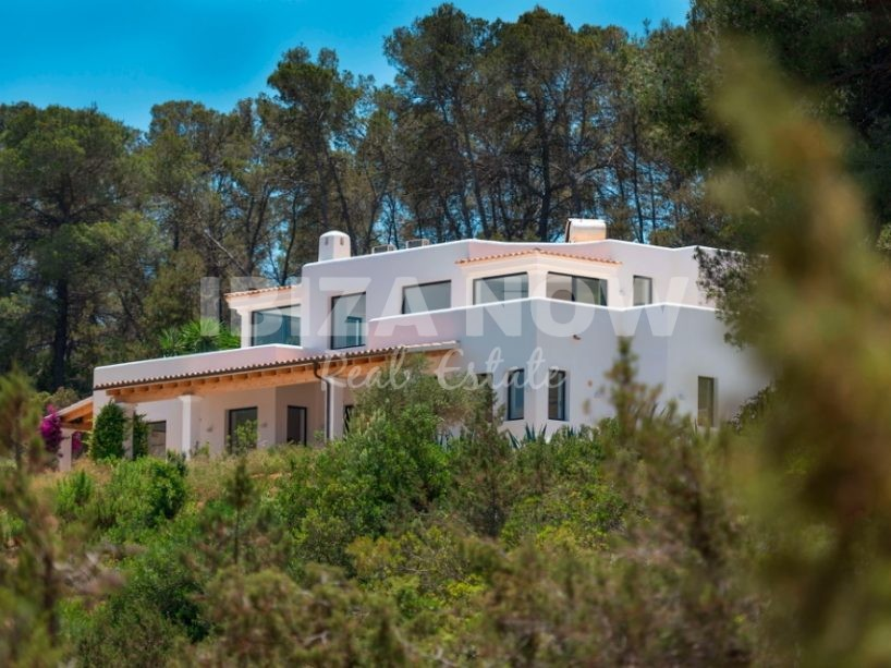 New build large 4 bedroom villa for sale close to Ibiza.
