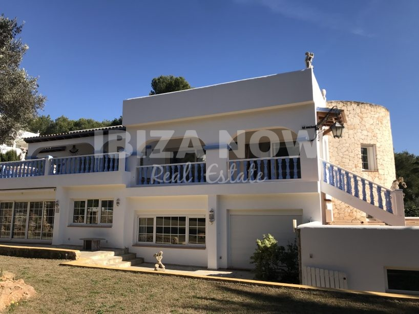 Large house to renovate with guest apartments for sale in Can Furnet, Ibiza