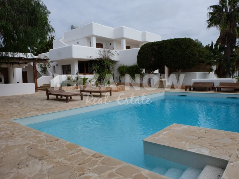 Large 4 bedroom villa for sale with rental license, close to Ibiza, Spain.
