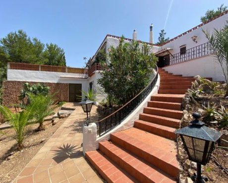 5 Bedroom house te renovate for sale close to the beach of Figueral, Ibiza, Spain.