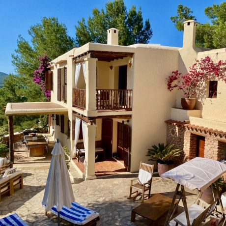 Large finca with 7 bedrooms on a large plot with views of the countryside, San Rafael, Ibiza